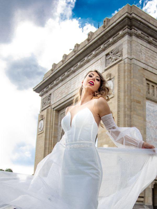 Cristina Mihaies - LEYA by Monreal