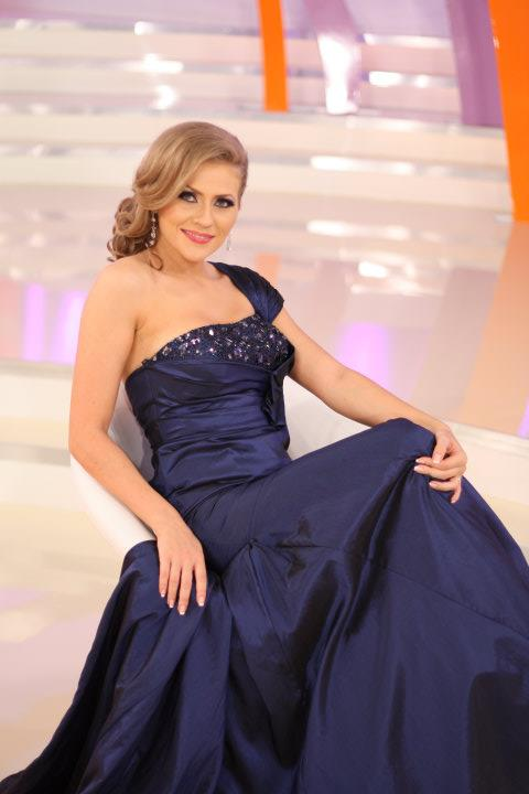 Rochie lungă din voal şi dantelă albastră cu paiete Darma
